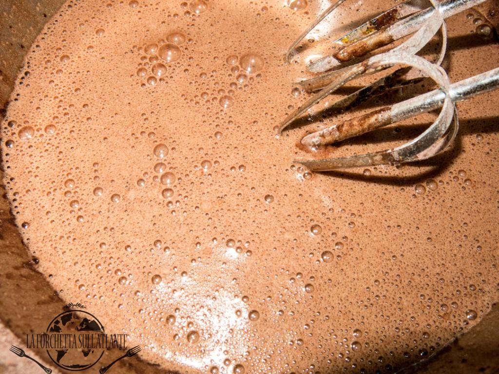 preparazione del tortino di cioccolato fondente