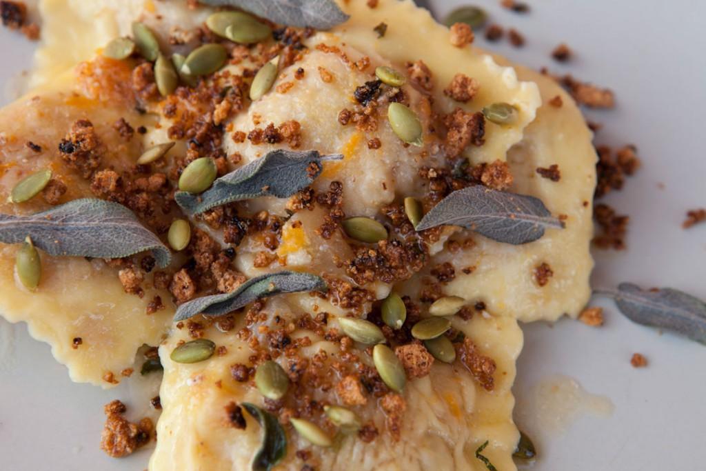 Tortelli di zucca con mostarda mantovana, amaretti e ricotta - La forchetta sull'atlante