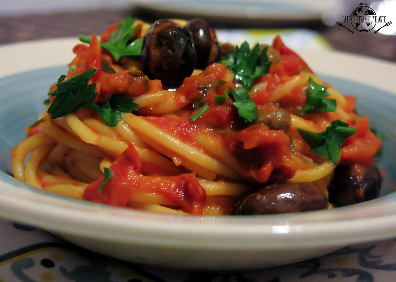 Spaghetti alla puttanesca, la versione laziale