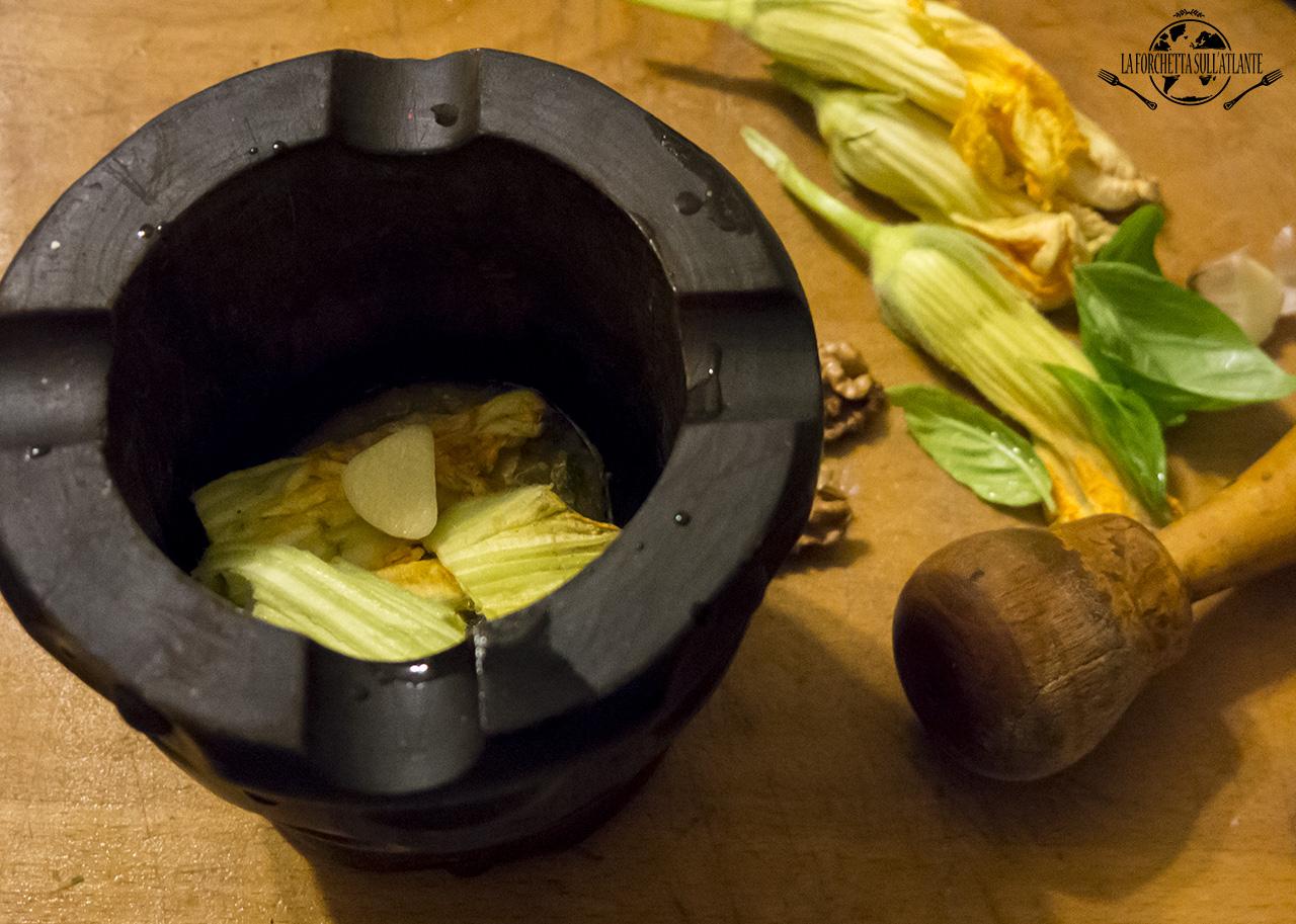 Pesto di fiori di zucchina e noci