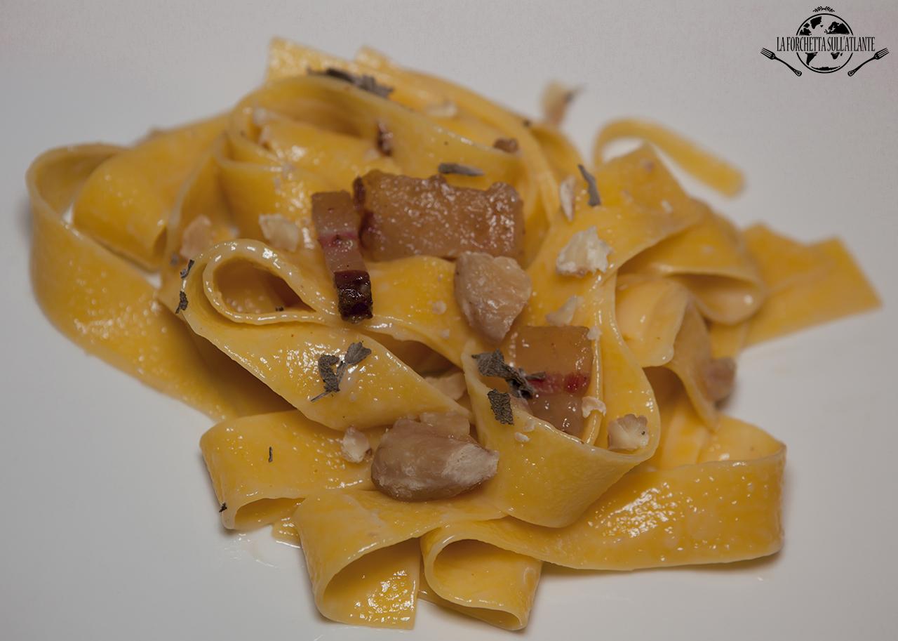 Pappardelle con castagne, lardo e grappa