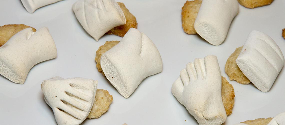 le-ossa-dei-morti-dolci-tipici-siciliani-biscotti-pasta-garofanata
