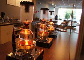 Non solo moka: prepariamo il caffè col metodo vacuum (syphon method)