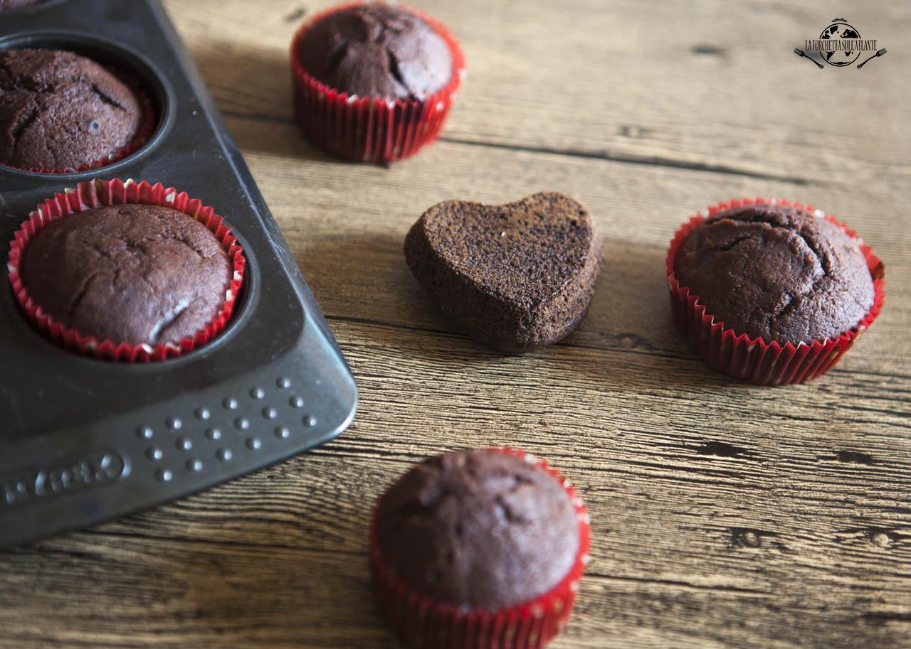 Muffin senza lattosio al cacao, con cuore ai frutti rossi