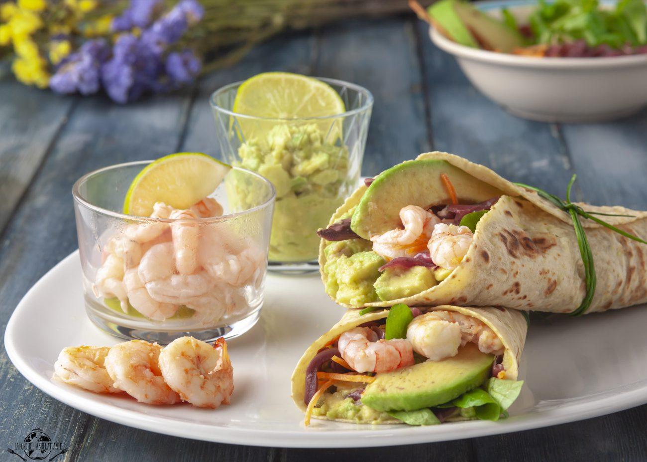 Wrap senza glutine con avocado e gamberi viola al profumo di lime