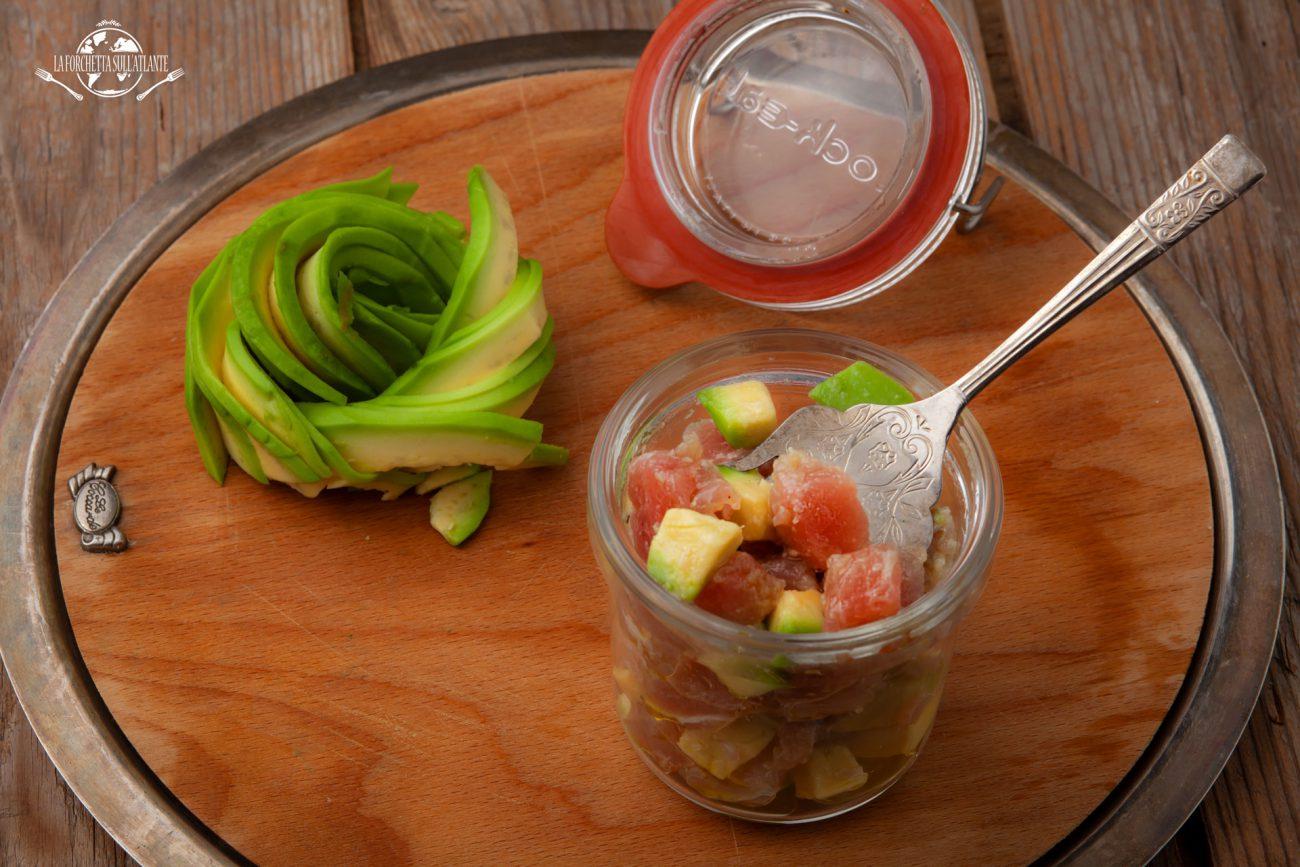 Tartare di tonno e avocado con olio extravergine aromatizzato al limone